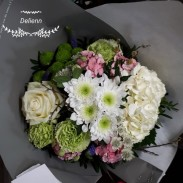 Bouquet rond blanc roses 35€
